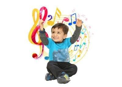 Niño disfrutando con la Música
